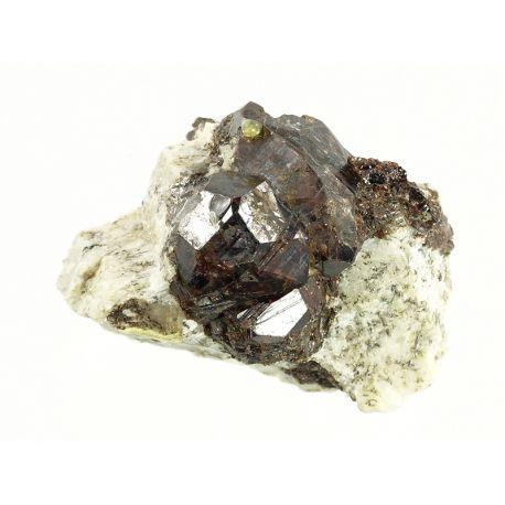 Granat na skale - Madagaskar