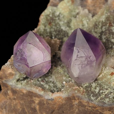 Ametyst - kryształy na matriksie - Kazachstan
