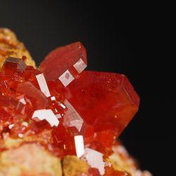 Wanadynit - błyszczące kryształy - Maroko